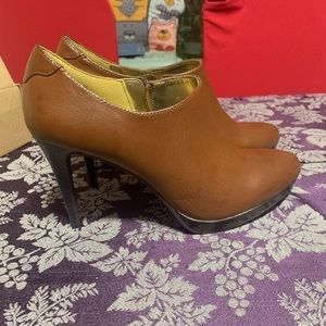 """🔥2 for 20 Worthington 4"""" Brown Booties size 9m"""